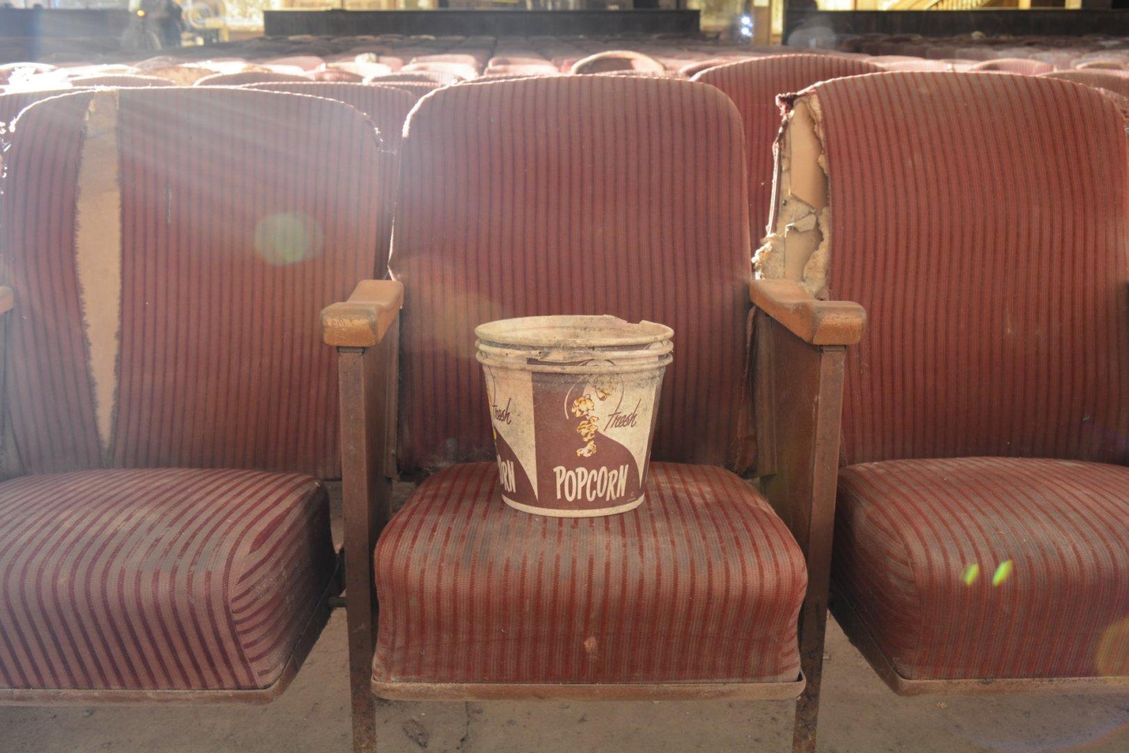 Cinema abandonado por Flickr / Cory Seamer
