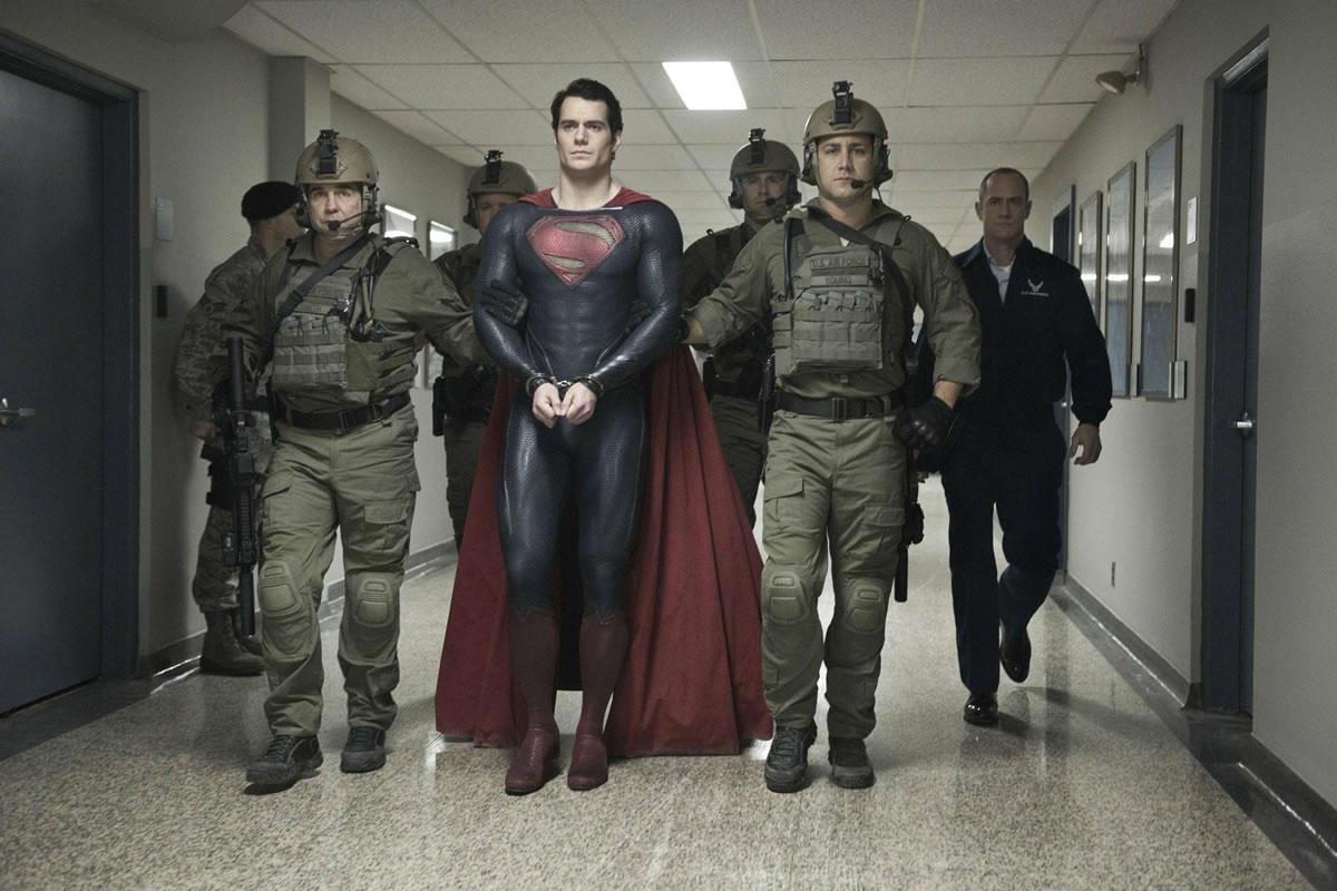 Cena de 'O Homem de Aço', com Superman; Zack Snyder falou sobre o filme em live de 'Batman vs Superman'