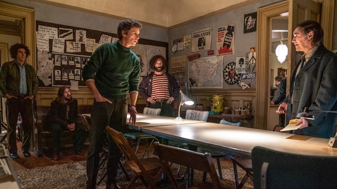 Cena de Os 7 de Chicago, filme produzido pela empresa de Spielberg