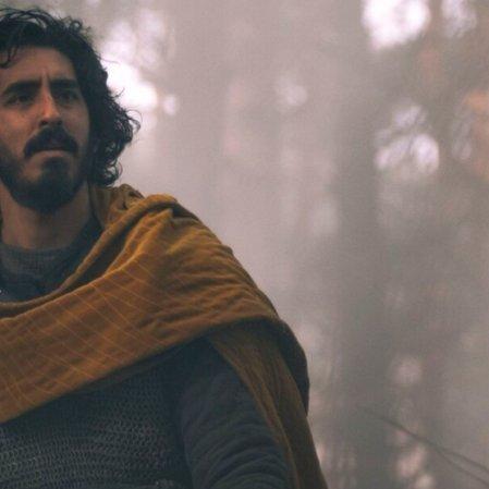 Veja o novo trailer de 'The Green Knight', filme com Dev Patel e Alicia Vikander