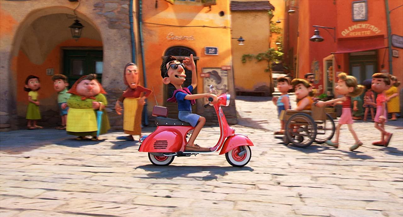 Em 'Luca', o personagem Ercole tem uma Vespa novinha (Imagem: reprodução / Disney)