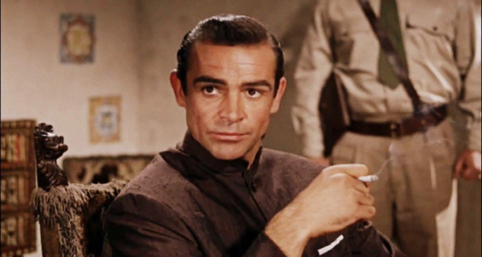Sean Connery como James Bond.
