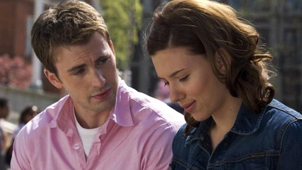 Scarlett Johansson y Chris Evans en 'Una niñera en apuros'